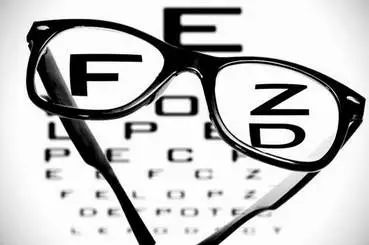 孩子戴上眼镜后是否还能摘得掉眼镜?