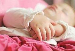 新生儿睡觉时抽搐?新生宝宝睡觉抽搐怎么办