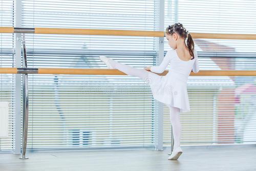 孩子学习舞蹈有什么好处?跳舞可以促进孩子的智力哦