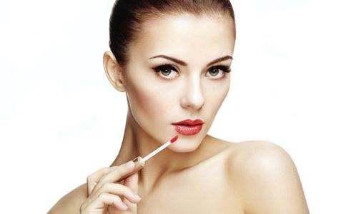 哺乳期能化妆吗?哺乳期化妆对喂奶有影响吗