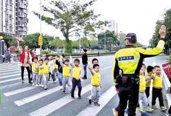 培养孩子马路安全意识!让孩子安全过街