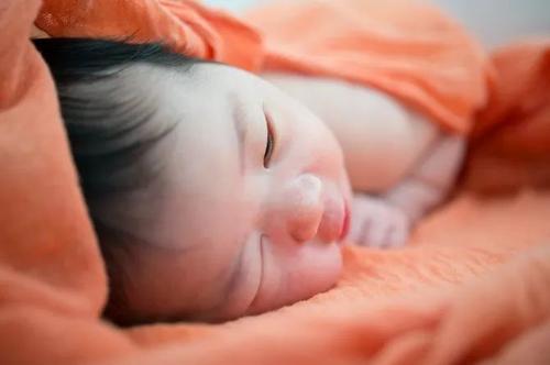 宝宝为什么爱粘人?如何解决宝宝过于粘人的情况