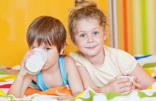 宝宝喝牛奶过敏是否可以用羊奶替代?